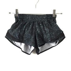 """Lululemon Black Speckled """"Hotty Hot"""" 2.5"""" Shorts 2"""